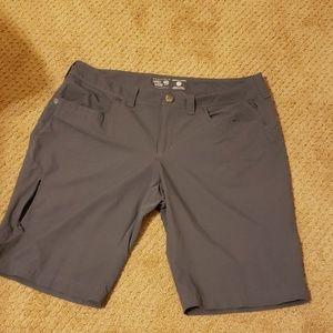Mountain hardwear hiking shorts